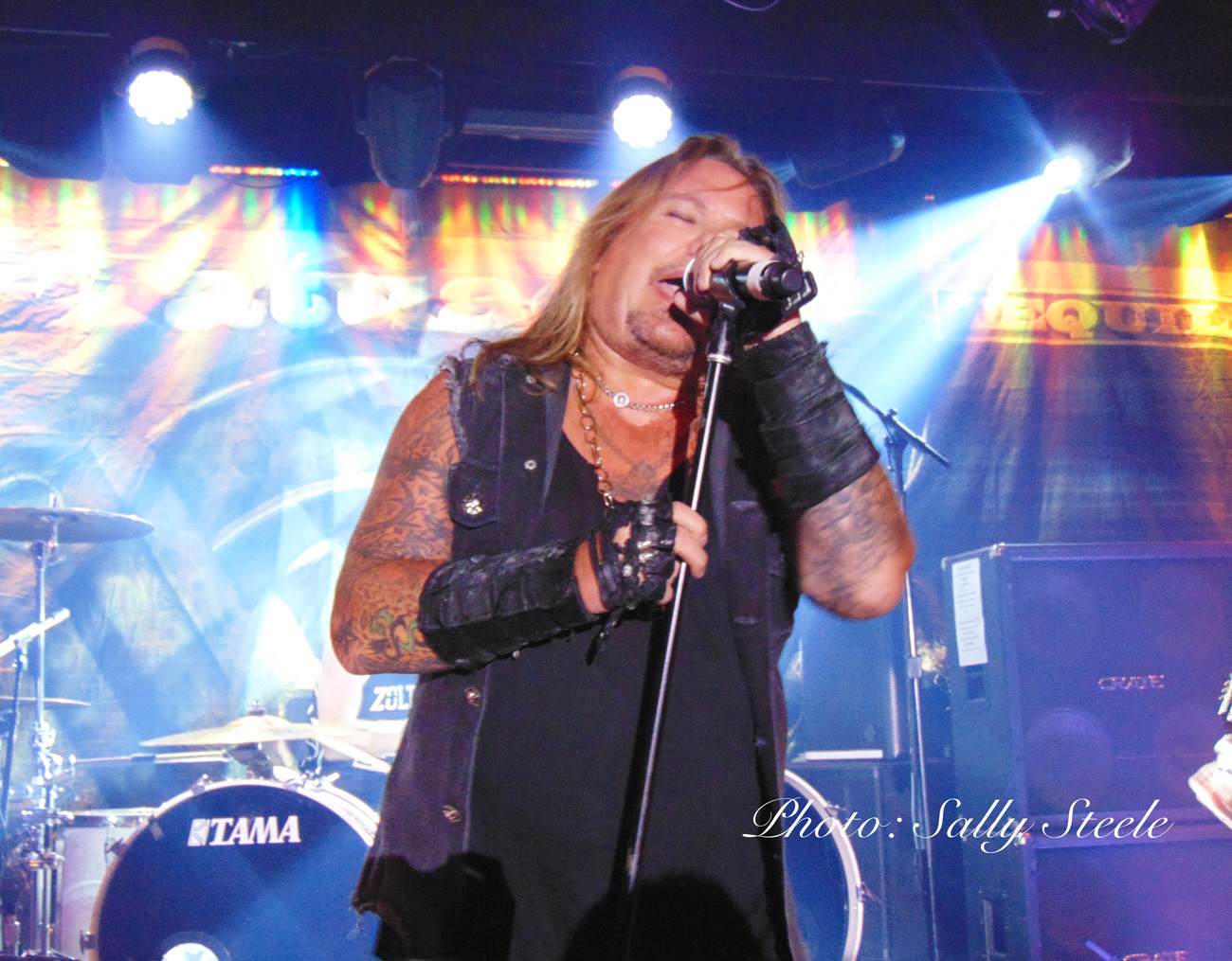 VINCE NEIL ROCKS THE GOLDEN NUGGET!